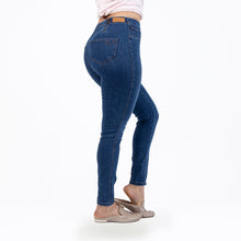 Load image into Gallery viewer, CCJ6006 Med Wash Cenia Convi Jean Signature Style_NEW - Ceniajeans