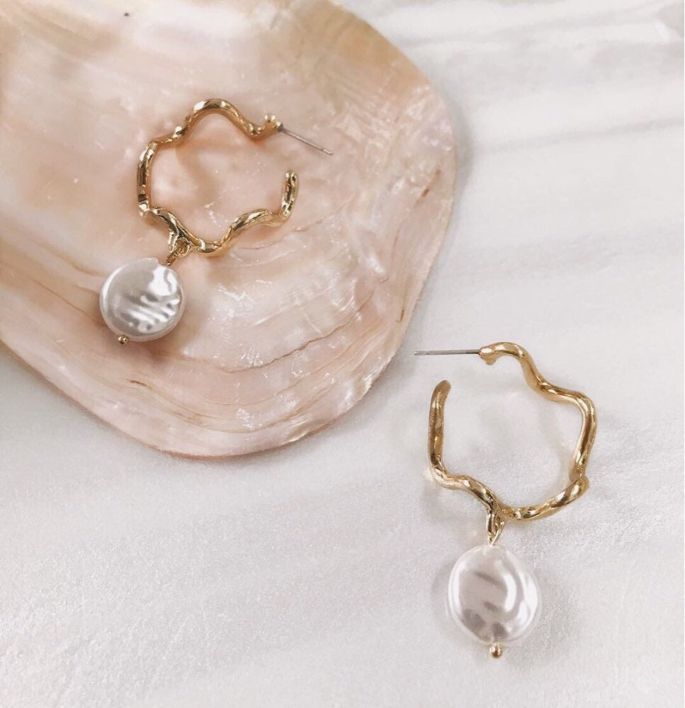 Natural white pearls earrings - Bold Stories