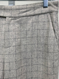 Up close picture of pattern of Women's Trousers