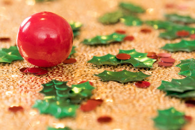 Green and Red Holly Party Confetti