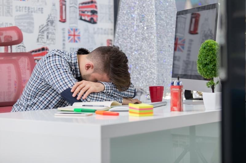 How Your Desk Job Can Take a Toll on Your Health | Hightly