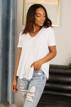 Load image into Gallery viewer, Basic White Tee - Smith & Vena Online Boutique