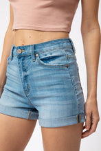 Load image into Gallery viewer, Easton Light Wash Shorts - Smith & Vena Online Boutique