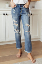 Load image into Gallery viewer, Warmer Weather Lightwash Cropped Jeans - Smith & Vena