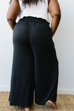 Load image into Gallery viewer, Zoe Gaucho Pant Black - SAMPLE - Smith & Vena Online Boutique