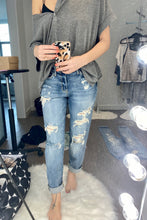 Load image into Gallery viewer, Bri Lightwash Cropped Jeans - Smith & Vena