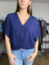 Load image into Gallery viewer, Mia Top - Navy FINAL SALE - Smith & Vena Online Boutique