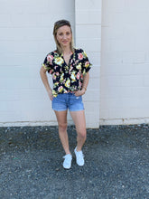Load image into Gallery viewer, Karen Floral Blouse- SAMPLE - Smith & Vena Online Boutique