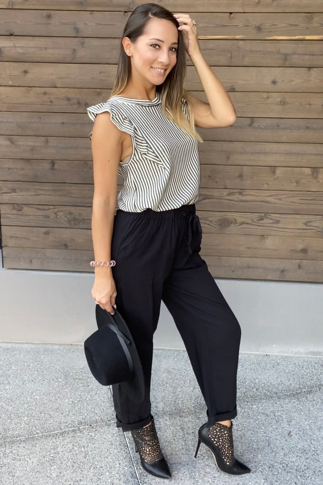 Sammie Cropped Pants in Black - Smith & Vena