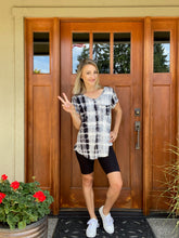 Load image into Gallery viewer, Wham Bamboo Top In Black - Smith & Vena Online Boutique