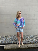 Load image into Gallery viewer, Kelsy Tie Dye Top - Smith & Vena Online Boutique