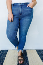 Load image into Gallery viewer, Ramona Frayed Hem Jeans - SAMPLE - Smith & Vena Online Boutique