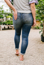 Load image into Gallery viewer, Kenzie Skinny Jeans - Smith & Vena
