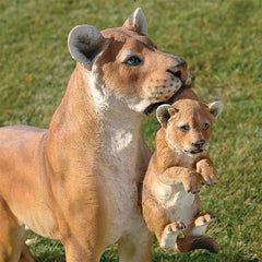 Lioness With Cub Statue