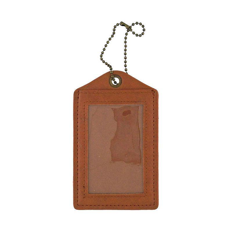 Shop vegan brand LAVISHY's cool vegan/faux leather luggage tag with vintage style Canadian squirrel illustration on the Canadian map background print. It's a great traveler or as a gift. Wholesale available at www.lavishy.com with other unique fashion/travel accessories/souvenirs.