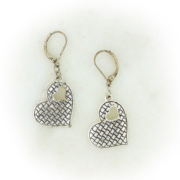 883-309: Handmade vintage style heart earrings