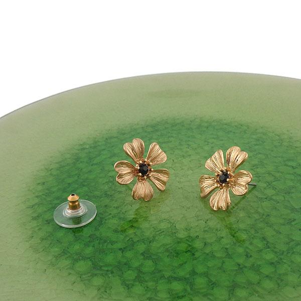 Shop golden flower stud earrings with resin accent. A beautiful gift for you or your friends and family. They come with FREE LAVISHY gift box to make gift giving easy and fun!