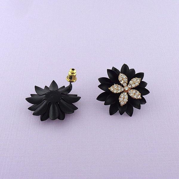 Shop black flower stud earrings with rhinestone accent. A beautiful gift for you or your friends and family. They come with FREE LAVISHY gift box to make gift giving easy and fun!