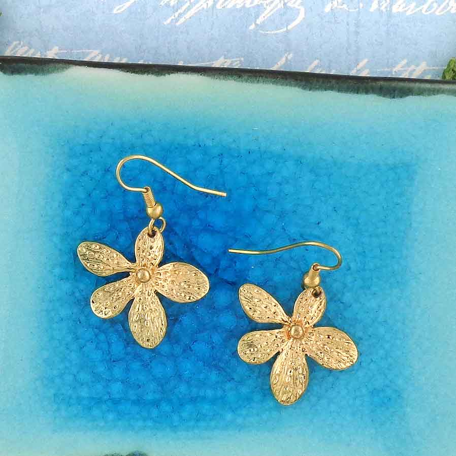 Shop LAVISHY LAVISHY flower drop earrings with charming texture details are unique and affordable. A beautiful gift for you or your friends and family. They come with FREE LAVISHY gift box to make gift giving easy and fun!