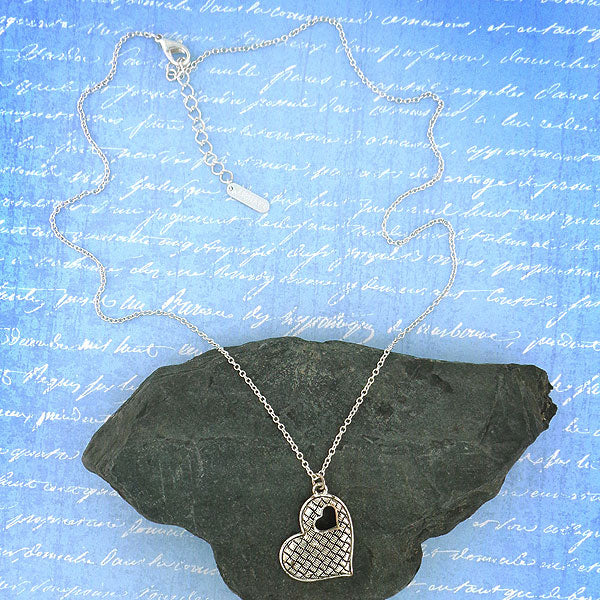 MN005: Vintage style heart necklace
