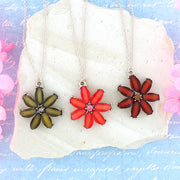 RN032: Resin flower with rhinestone accent pendant necklace