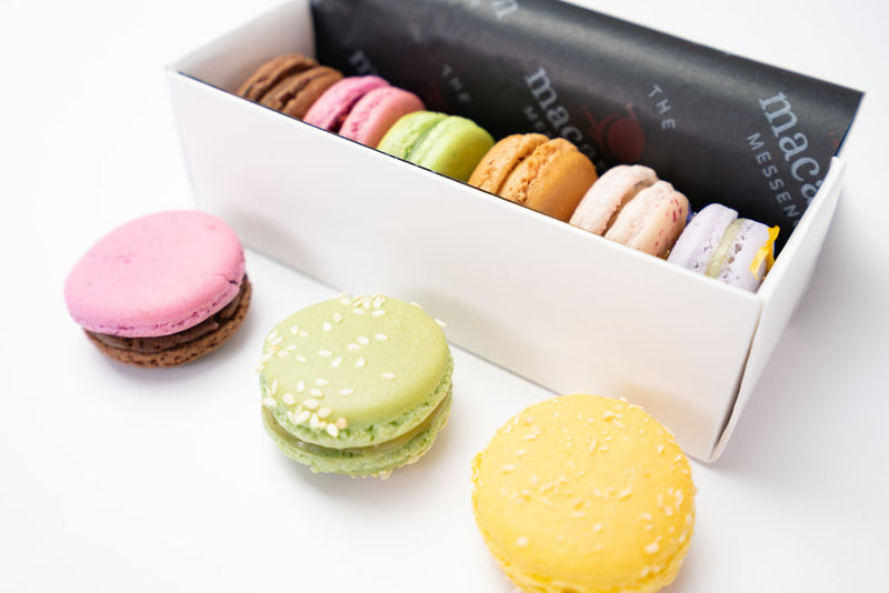 6 assorted macarons in gift packaging