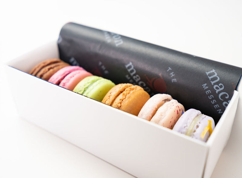 6 delicious macarons in a gift box