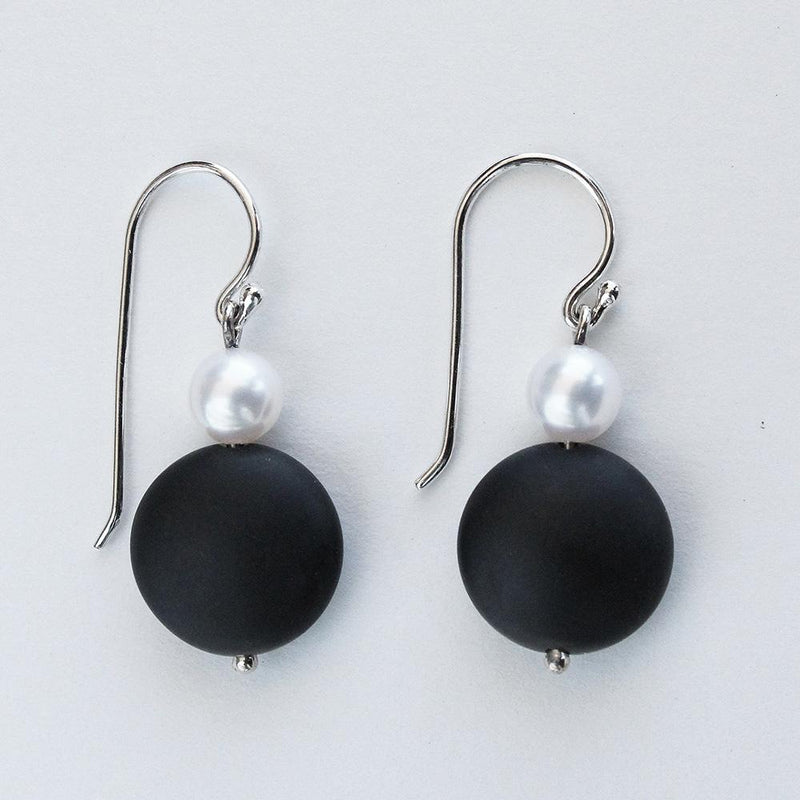 Matte Black Onyx and Pearl Sterling Silver Earrings - Révélations Boutique