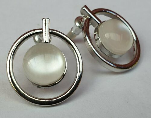 Circle Catsey Stud Earrings - Fantastic Silver Look Costume Jewellery - Charming And Trendy Ltd