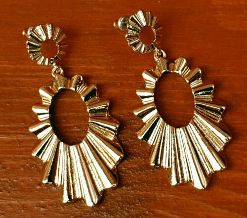 Crimped Oval Drop Earrings - Fantastic Gold Look Costume Jewellery. - Charming And Trendy Ltd