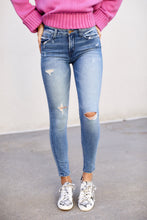 Load image into Gallery viewer, Ivy Distressed Skinny Jean