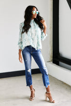 Load image into Gallery viewer, Elsie Distressed Crop Straight Jeans