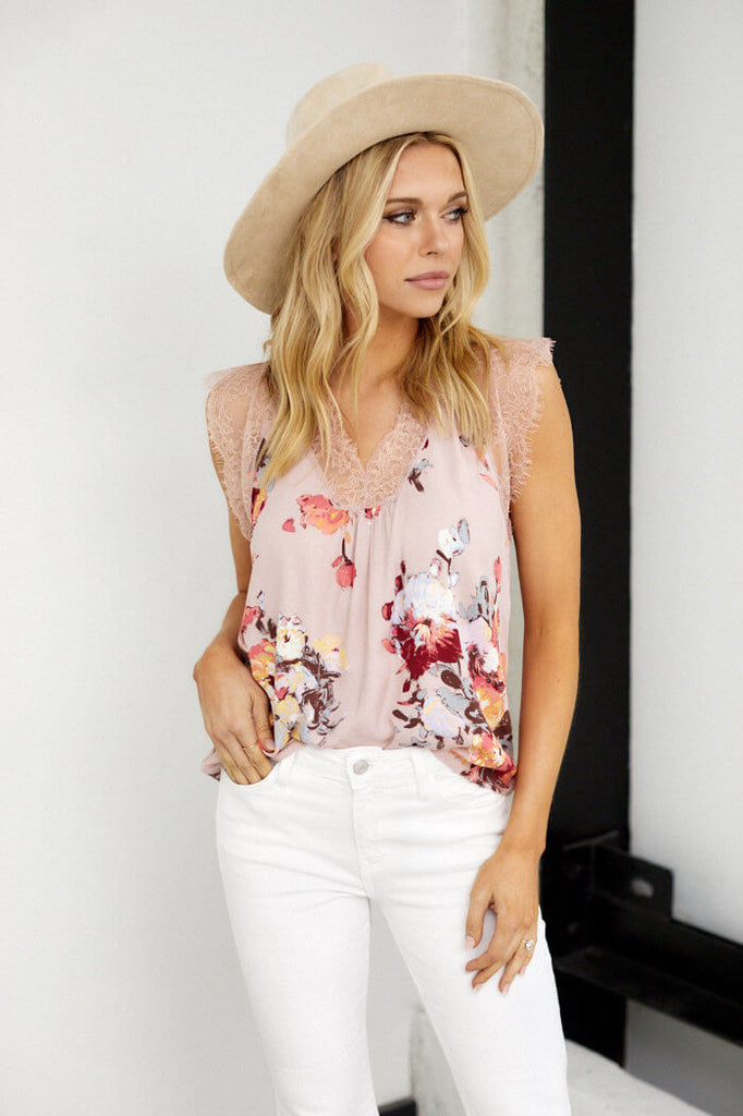 Carson Sleeveless Lace Detail Foral Blouse