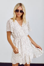 Load image into Gallery viewer, Melbourne Flutter Sleeve Dress