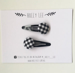 Black gingham snap clip