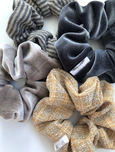 Tweed scrunchie
