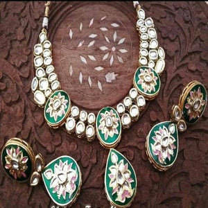 Meena Pendant Necklace - Ishhaara