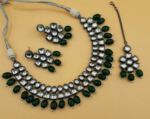 Simple Kundan Choker Set