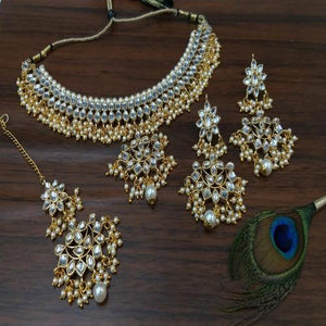 Simple Kundan Choker with Pendant