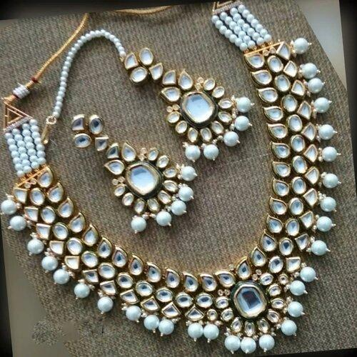 Simple Kundan Necklace with Moti