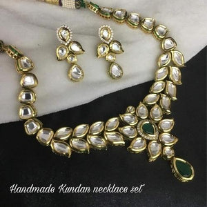 Simple Kundan Necklace with Tear Drop