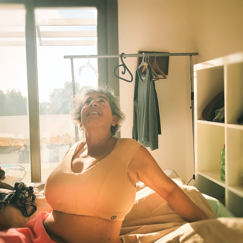Julie is wearing size XL in the Max Support Midi Bra