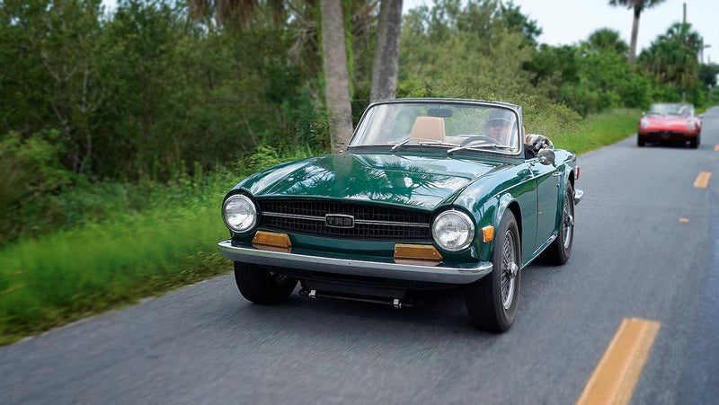 How Does the Triumph TR6 Compare to the Alfa Romeo Spider?