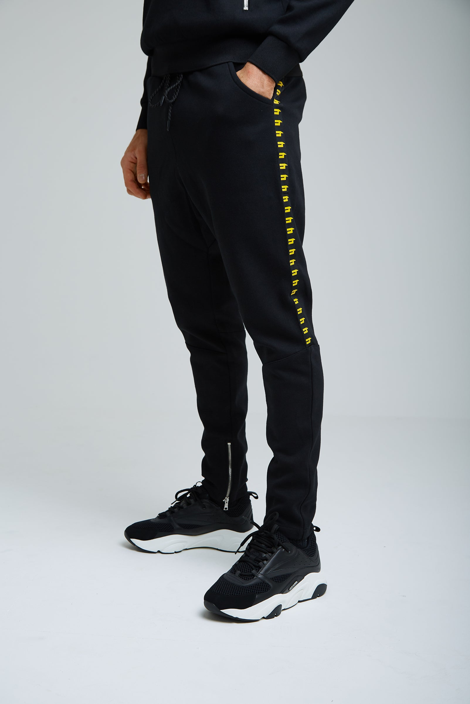YELIR WORLD SIDE STRIPE JOGGER BLACK/YELLOW