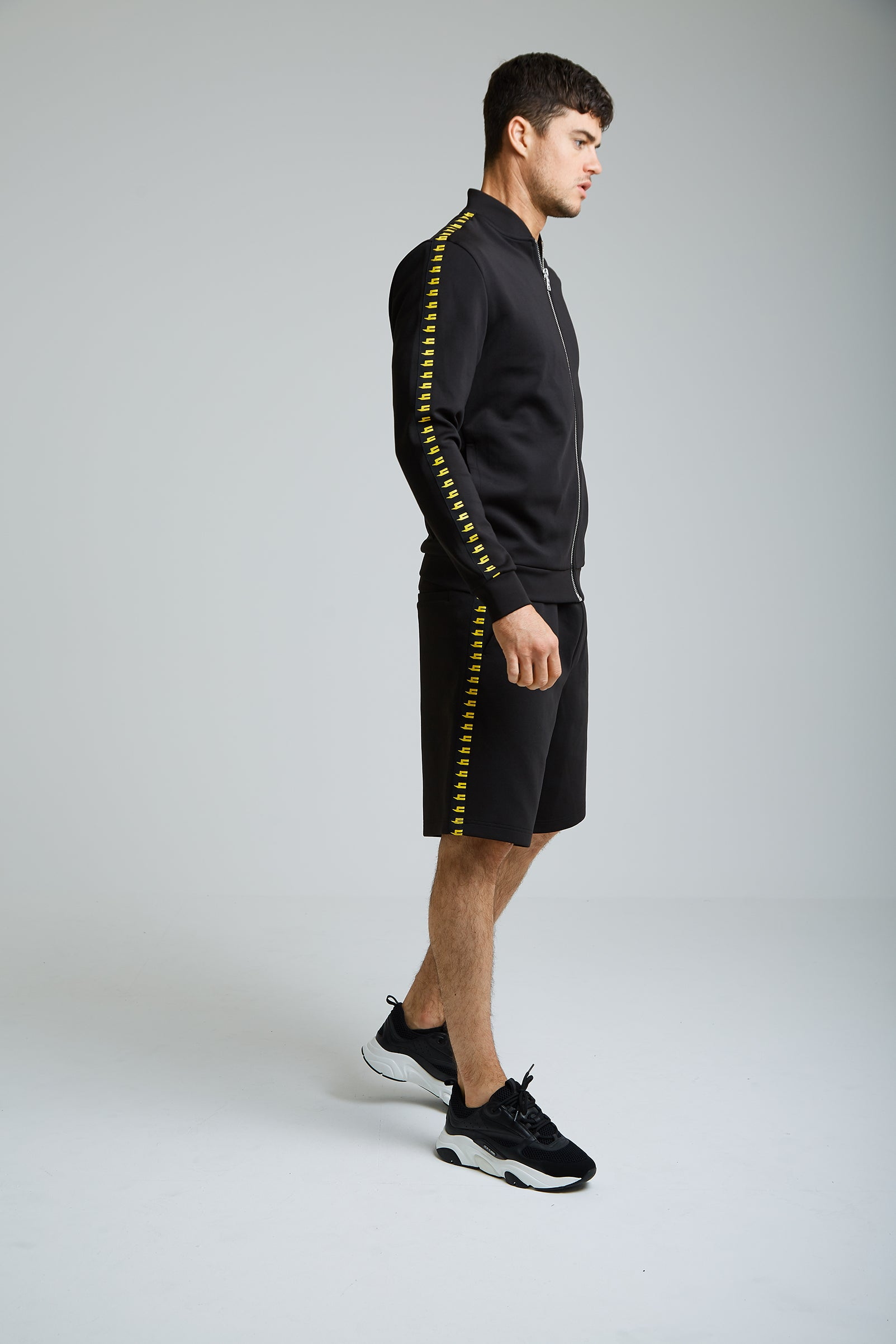 YELIR WORLD SIDE STRIPE SHORTS BLACK/YELLOW