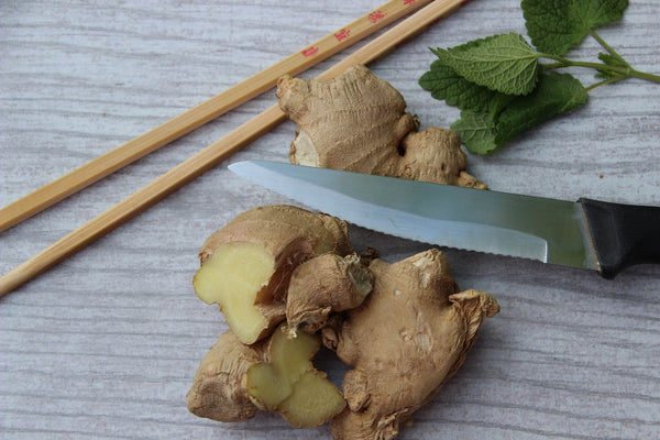 Dry and fresh sliced ginger root