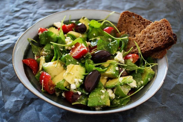 Healthy vegetable salad with wheat bread on the side