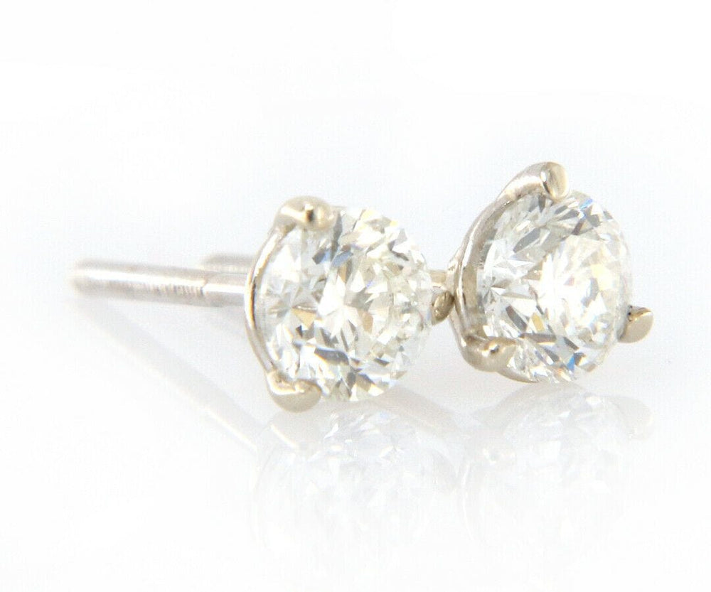 0.74ctw Diamond Stud Earrings in 14K