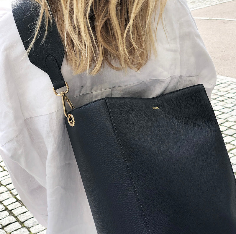 LEATHER BUCKET BAG DARK GREY