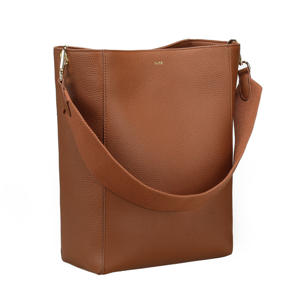 LEATHER BUCKET BAG COGNAC